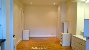 Spacious Studio flat with Garden close to South Greenford station, Greenford